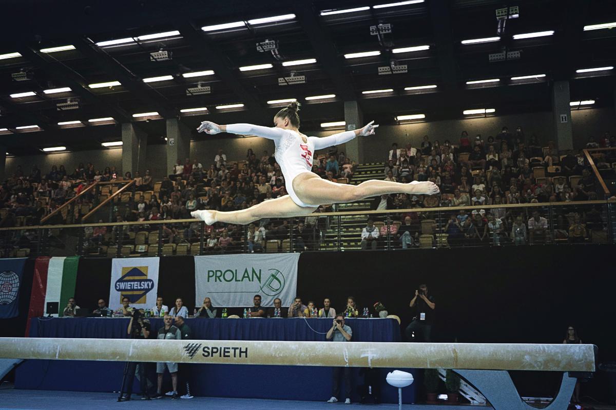 Kovács Zsófia gerendán a 2018-as Swietelsky Hun Challenge World Cup-on, a világkupa-sorozat magyarországi állomásán
